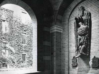 Loeki Metz - relief Stadhuis - BKOR archief (2)