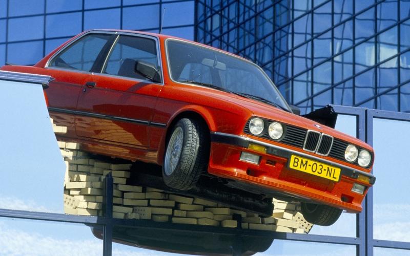 Bmw Garage Rotterdam : Rode bmw bkor rode bmw
